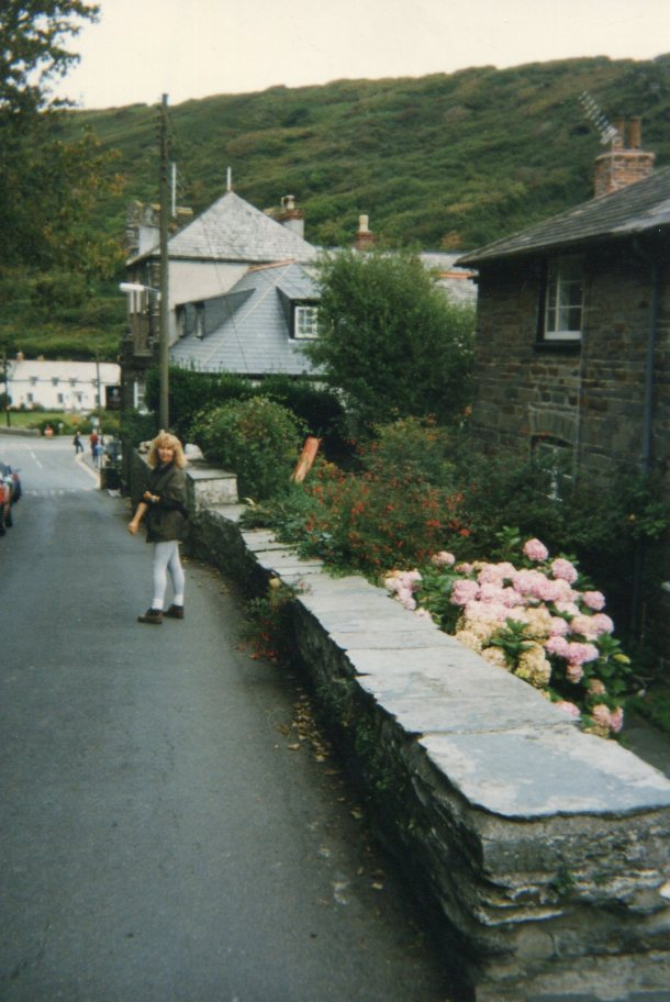 The road through mountains into Boscastle