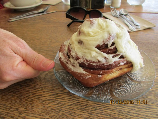 Eating our way to Canada! A delicious cinnamon roll for breakfast in LaConner!